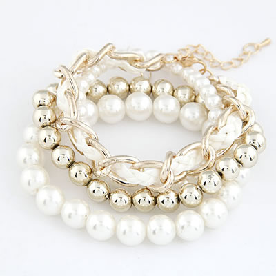 A Gold Pearl Bracelet Set